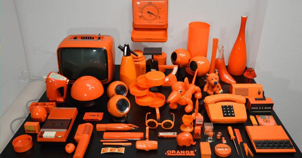 Sammlung Orange: Das Bild zeigt eine Auswahl verschiedener Gegenstände in Orange